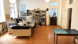 3 desk space available in creative office, Büro, Büroplatz