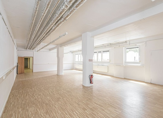 Spacious office or business area in a top location - first time use after modernization